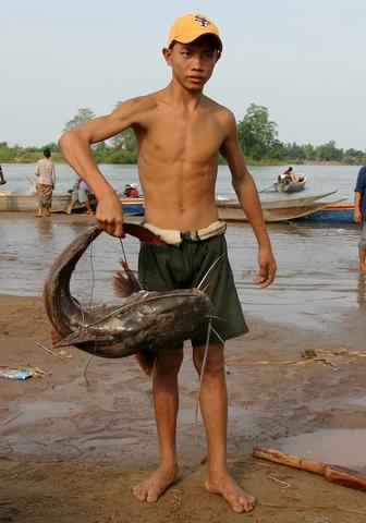 Pêche le long du fleuve Mékong