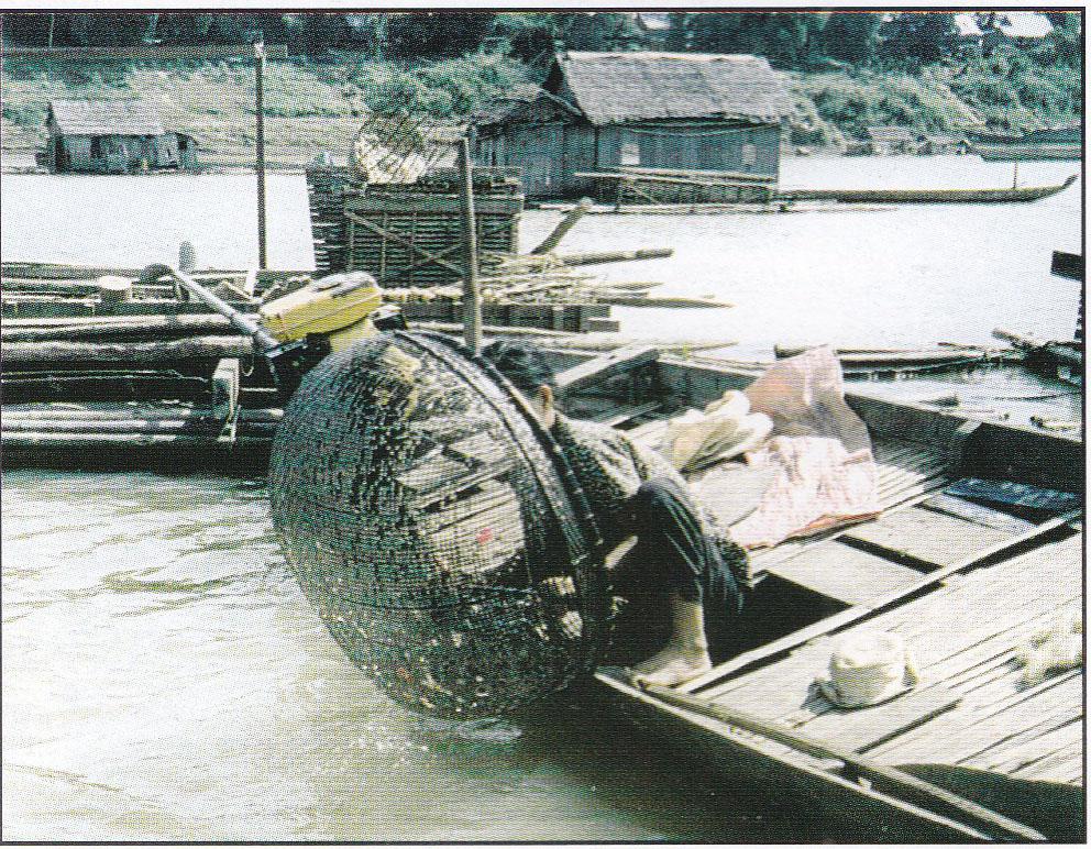 Pêche au moyen d'un panier en bambou