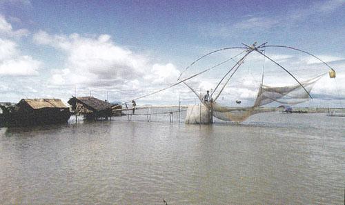 Pêche traditionnel le long du Mékong, technique de capture des poissons