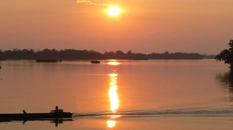 Pirogue sur le fleuve Mékong
